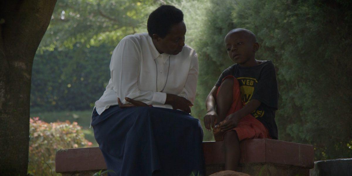 Soeur consacrée avec un enfant du Centre Cyprien et Daphrose Rugamba