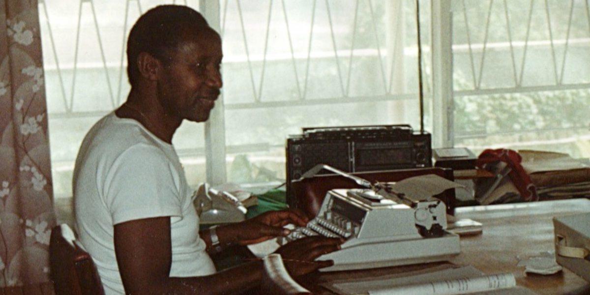 Cyprien Rugamba à son bureau