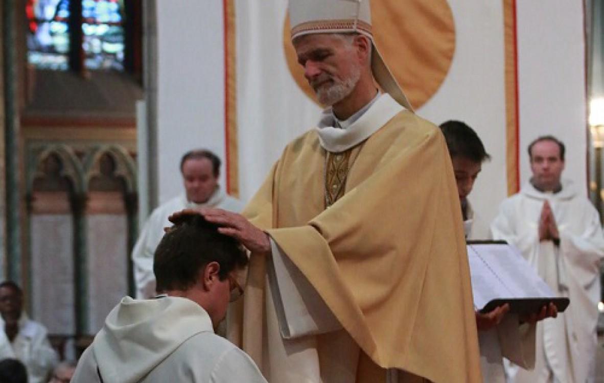 François Madika, ordonné à Orléans le 26 juin 2016.