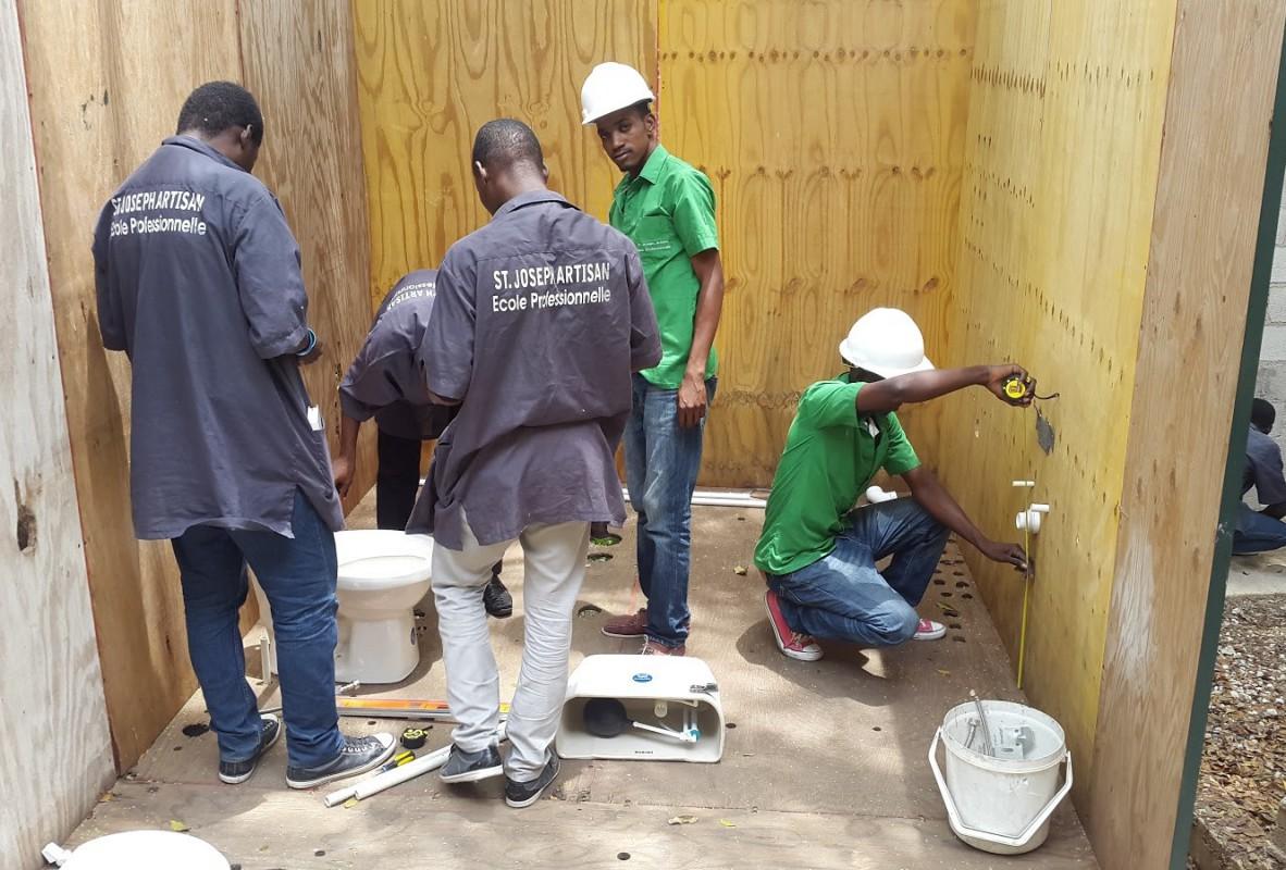 Pratique de la plomberie © Communauté de l'Emmanuel