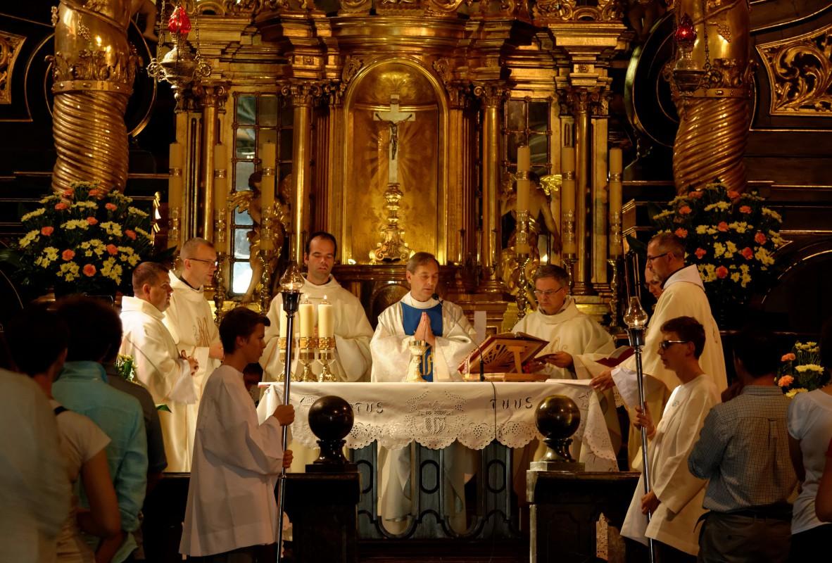Les prêtres de tous les pays concélèbrent la messe au Sanctuaire de la Divine Miséricorde