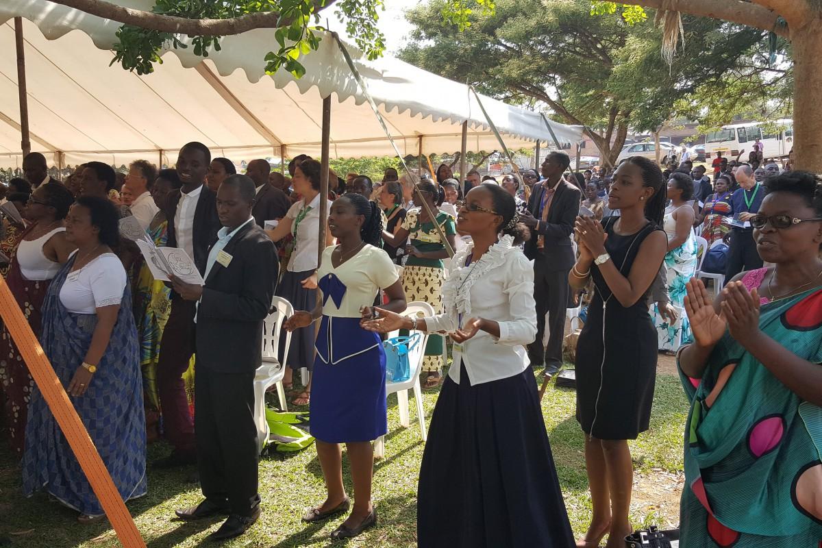 Réunis dans la louange : Gloire à toi Seigneur !