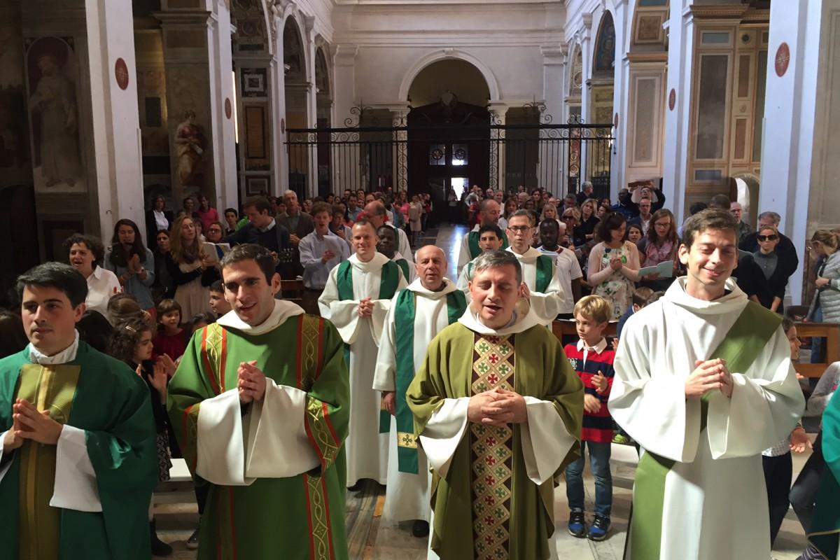 Première messe des familles de l'Institut du Sacré Cœur à la Trinité des Monts.