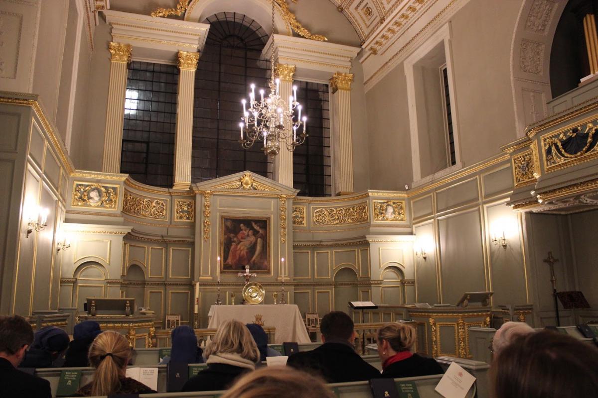 St James Palace, celebration oecumenique – St Claude y avait celebré la messe