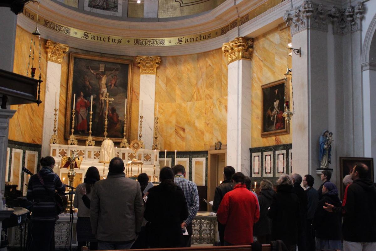 St Patrick at Soho, adoration et louange