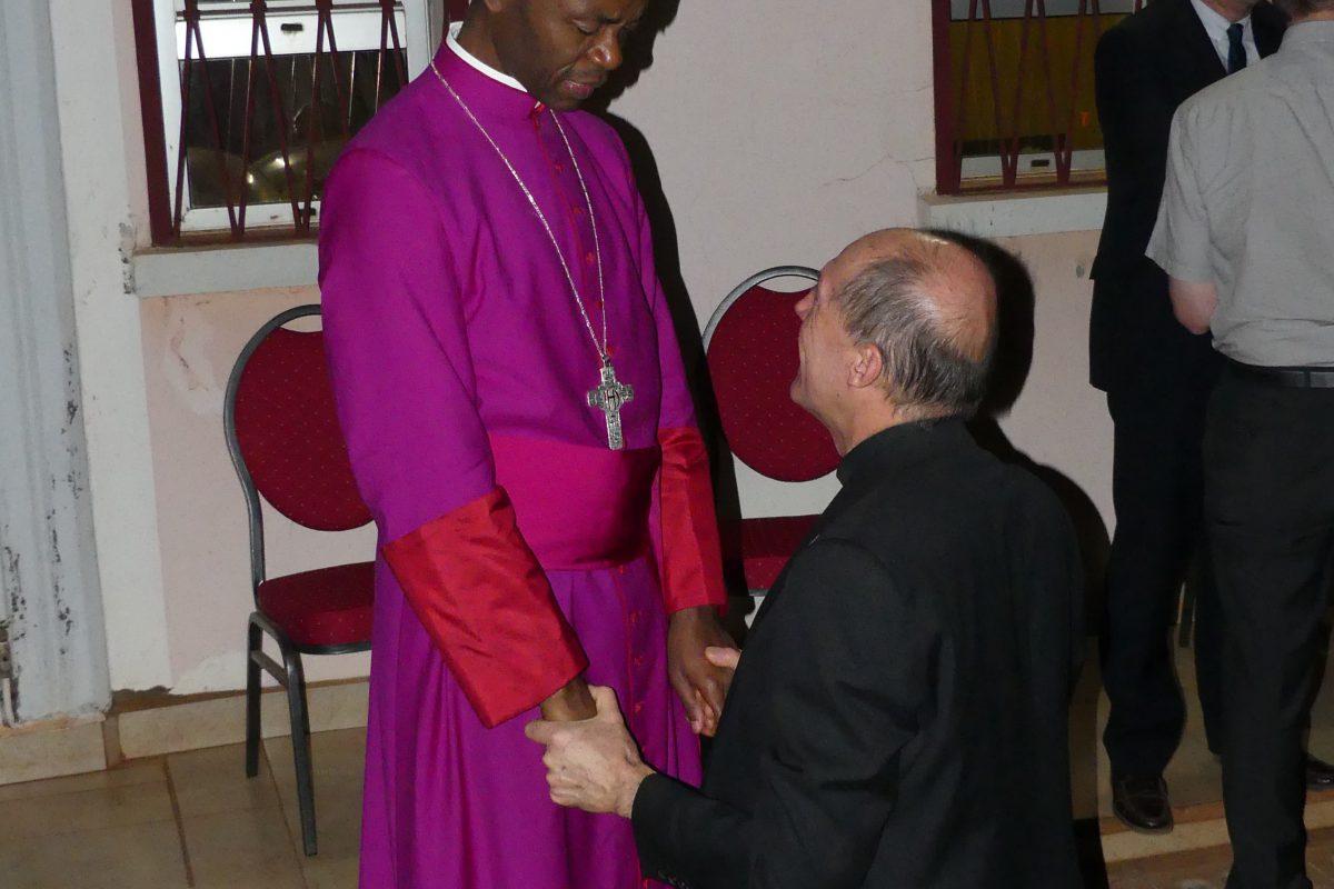 Bénédiction de P. Henri-Marie Mottin, responsable des prêtres et séminaristes de la Communauté de l'Emmanuel.