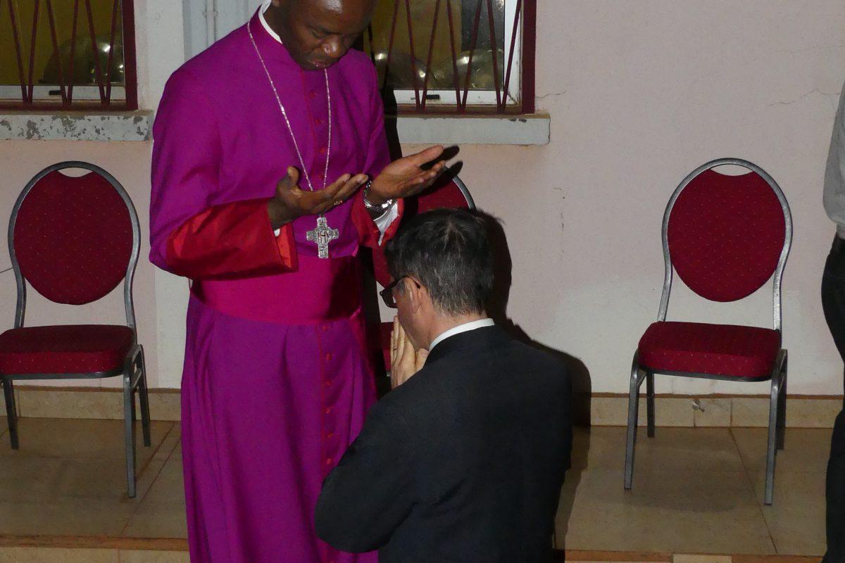Bénédiction de Laurent Landete, modérateur de la Communauté de l'Emmanuel.