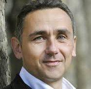<strong>Jean-Marc Potdevin</strong> est un ingénieur et entrepreneur audacieux, ancien vice-président de Yahoo ! Europe, marié et père de famille, il poursuit son parcours professionnel dans l'univers des nouvelles technologies de l'information. Il est le créateur du réseau