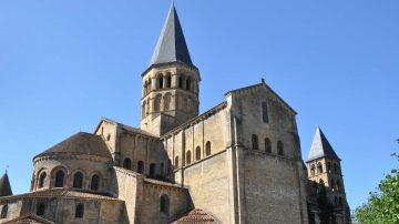 basilique paray le monial chevet 2000x1328