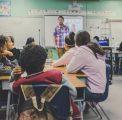 Emmanuel éducation – Rejoindre les jeunes là où ils sont : dans les écoles