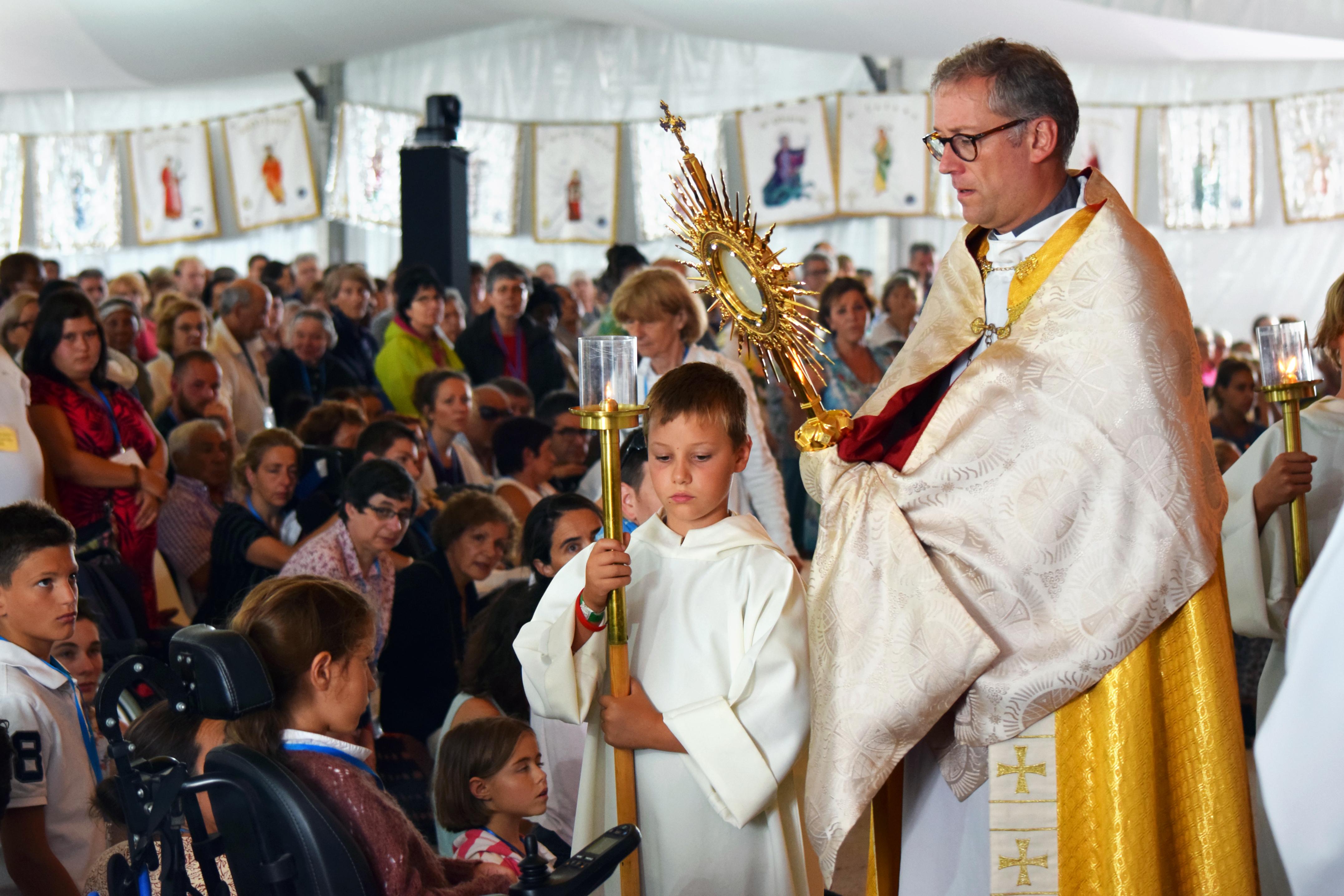 Prière pour les malades le 27 juillet à Paray – Le témoignage de Sœur Bernadette