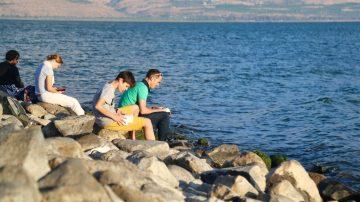 terre sainte 2020 priere groupe lac
