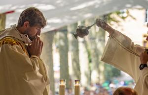 Vignette iev liturgie eglise priere encens