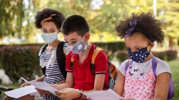 enfants avec masque