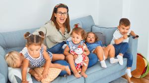 Vignette famille canape enfants