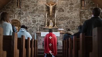 Vignette messe adoration croix