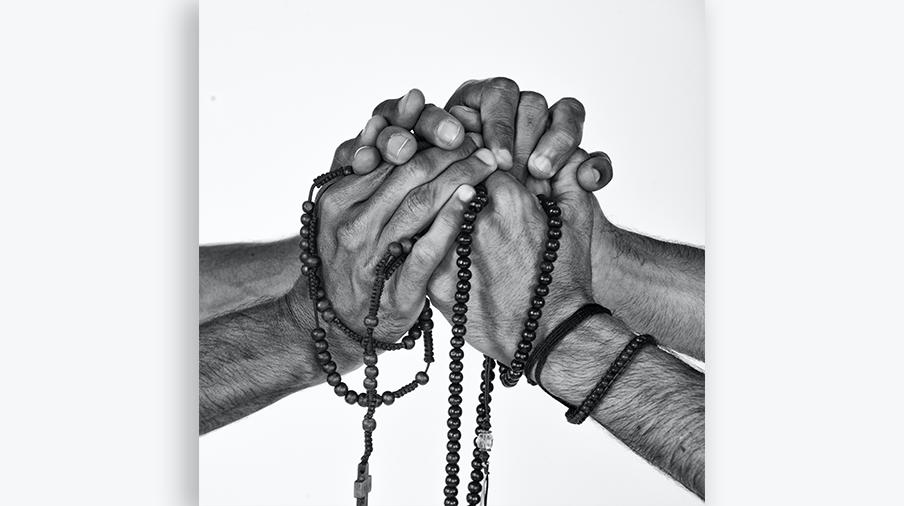 Vignette prier chapelet caholique musulman iev