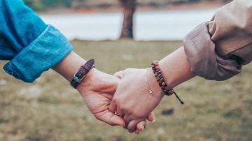 Vignette mains couple